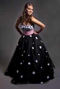 schwarz-weißes Abendkleid